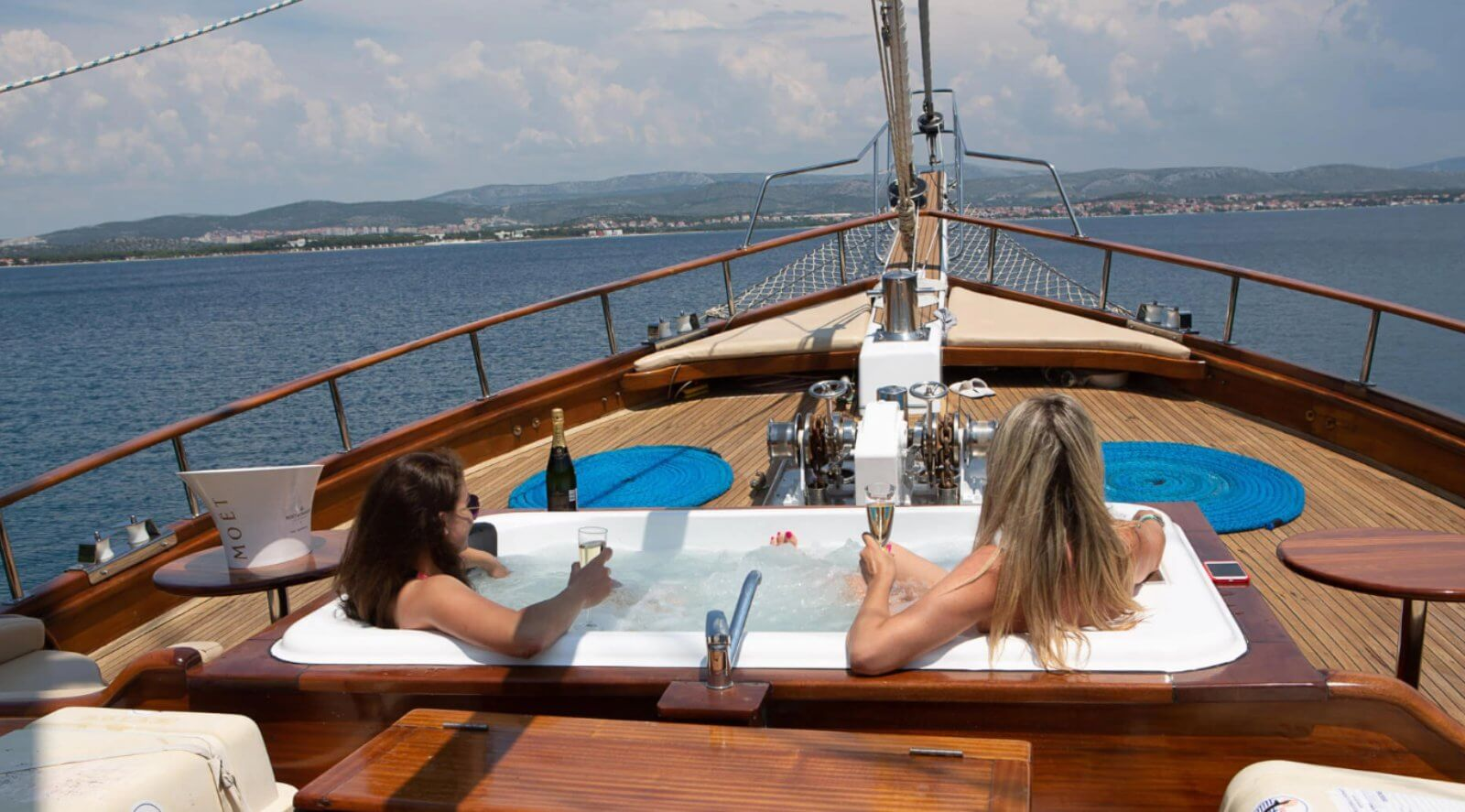 small-boat-cruise